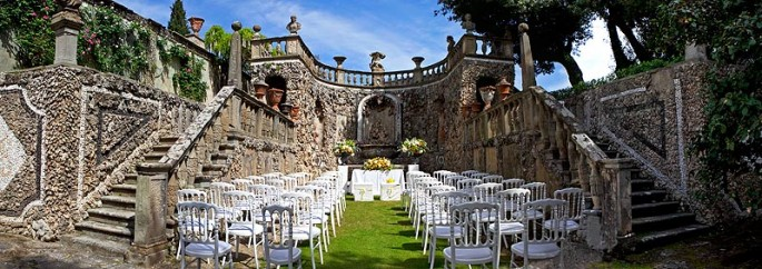 tuscany wedding outdoor ceremony Villa Gamberaia