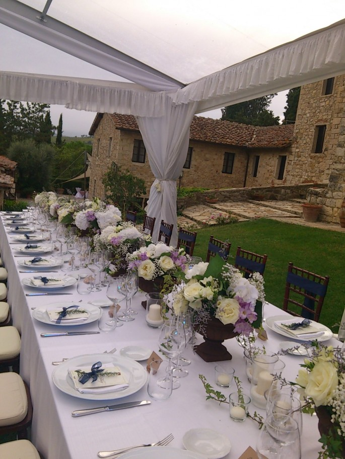 rustic tuscan table set up