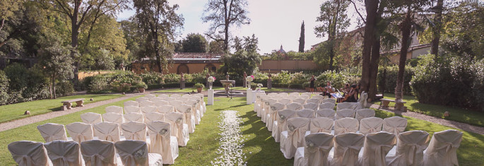 outdoor wedding ceremony decor at Four Seasons Florence Italy
