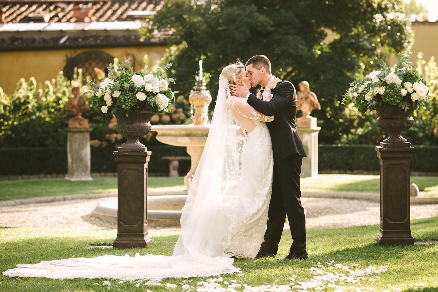 wedding-ceremony-flowers-tuscany