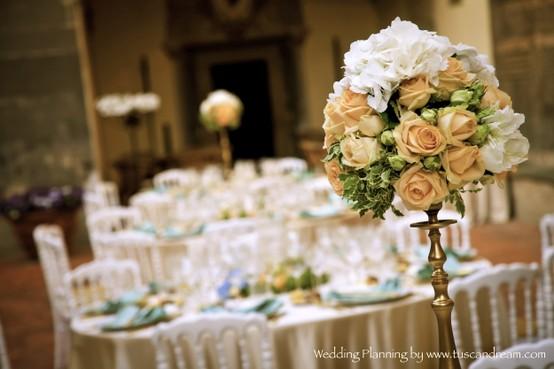 Wedding at Oliveto Castle flower decòr