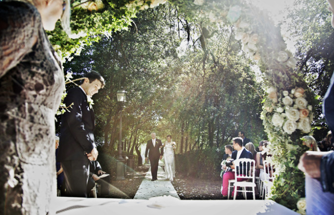 outdoor wedding ceremony in Tuscany