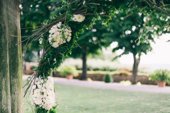 wedding outdor ceremony decor Tuscan country