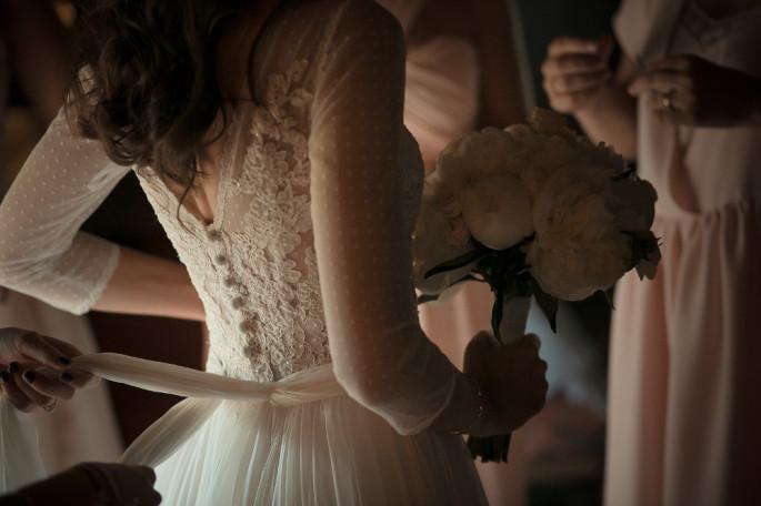 white peonies bridal bouquet Tuscany